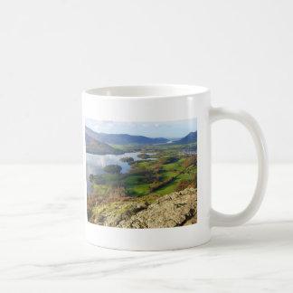 Wallaの岩山からのDerwent水 コーヒーマグカップ
