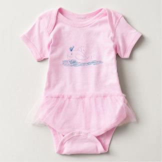 Wallyのクジラのピンクのチュチュのボディスーツ ベビーボディスーツ