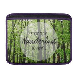 Wanderlustの森林引用文 MacBook スリーブ