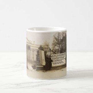 Washington D.C.の女性のSuffragetteの篝火 コーヒーマグカップ
