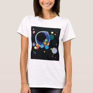 Wassily Kandinsky著複数の円 Tシャツ