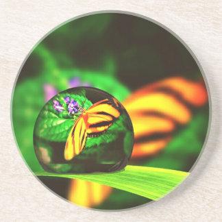 Wateの低下による黄色およびオレンジ蝶 コースター