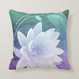 waterlilly装飾的な枕 クッション
