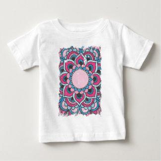 Wellcodaのインドの花の開花パターンアジア ベビーTシャツ