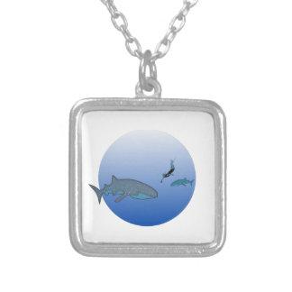Whalesharksおよび自由なダイバー シルバープレートネックレス