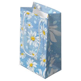 White Daisies on Blue スモールペーパーバッグ