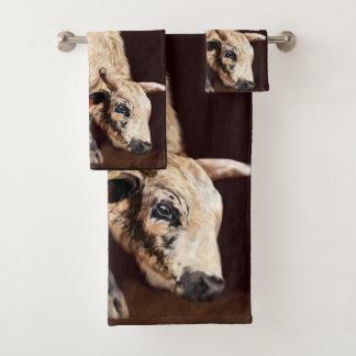 White Speckled Bucking Rodeo Bull Print バスタオルセット
