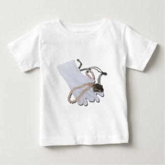 WhiteGlovesPearlsHeartLocket082611 ベビーTシャツ