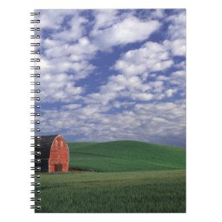 Whitmanのムギ及びオオムギ分野の赤い納屋 ノートブック