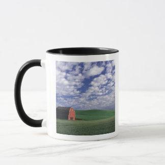 Whitmanのムギ及びオオムギ分野の赤い納屋 マグカップ