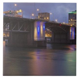 Willametteの川上のMorrison橋 タイル