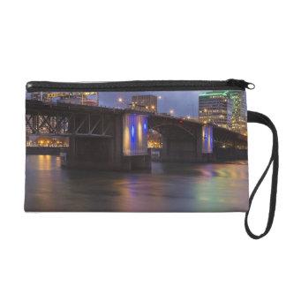 Willametteの川上のMorrison橋 リストレット