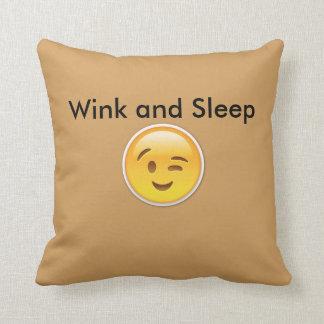 Winky Emojiの枕 クッション