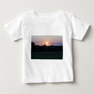 Winnagamieの日没 ベビーTシャツ