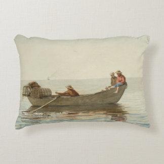 Winslowホーマー-小舟の3人の男の子 アクセントクッション