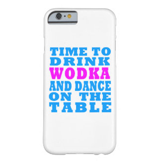 Wodkaを飲み、テーブルのiPhoneで踊る時間 Barely There iPhone 6 ケース