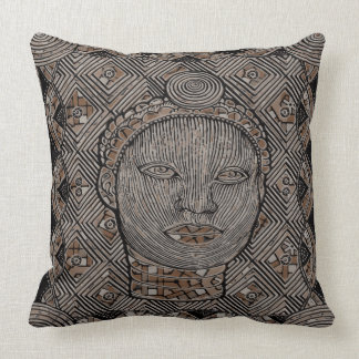 """Woman of the tribe Throw Pillow 20"""" x 20"""" クッション"""