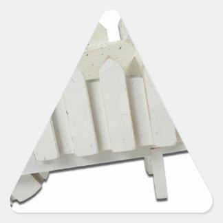 WoodenGardenWheelbarrow120912 copy.png 三角形シール