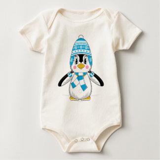 Wooly帽子のペンギンのクリーパー ベビーボディスーツ