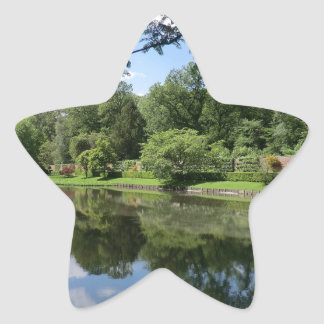 Wrexhamの近くのErddigホールの湖 星シール