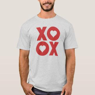XOXOの抱擁およびキスのバレンタインデー Tシャツ