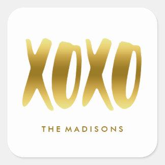 XOXOの抱擁およびキスの模造のな金ゴールドのタイポグラフィの白 スクエアシール