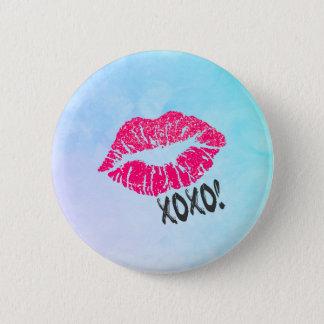 xoxoのKissyのセクシーなピンクの唇! 5.7cm 丸型バッジ
