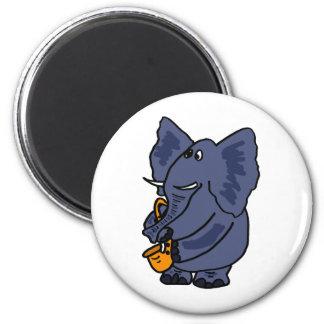 XXサクソフォーンの磁石を遊んでいる象 マグネット