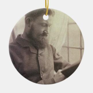 Yとしてジョージ・バーナード・ショー(1856-1950年)のポートレート セラミックオーナメント
