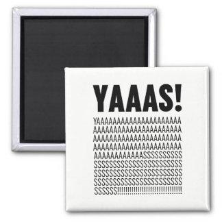 Yaaasの黒いタイポグラフィのカスタムな背景色 マグネット