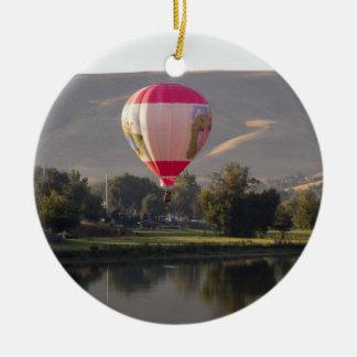 Yakimaの川上の熱気の気球 セラミックオーナメント