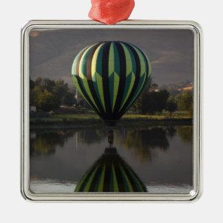 Yakimaの川2上の熱気の気球 メタルオーナメント