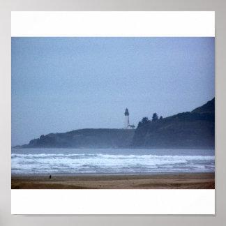 Yaquinaの頭部、オレゴンの海岸の灯台 ポスター