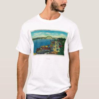 Yaquina湾橋および水辺地帯ニューポート、または Tシャツ