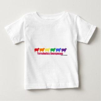 Yarnoholicsの匿名の虹のヒツジ ベビーTシャツ