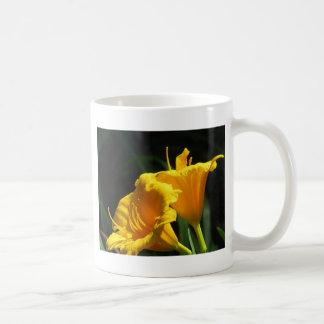 Yelloのユリ コーヒーマグカップ