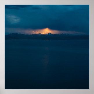 yellowstone湖上のMoonrise ポスター