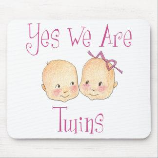 Yes私達は双生児-男の子の女の子のピンクです マウスパッド
