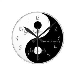 Yingおよびヤンの時計 ラウンド壁時計