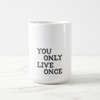YOLOのインスピレーションのタイポグラフィの引用文 コーヒーマグカップ