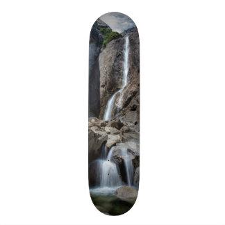 Yosemite Fallsを下げて下さい 21.6cm スケートボードデッキ
