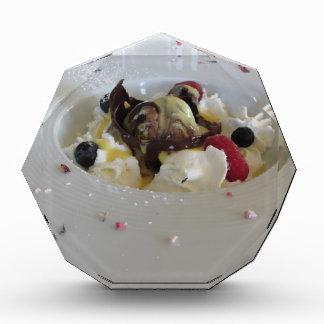 zabaglioneのクリームが付いている溶かされたチョコレート球 表彰盾