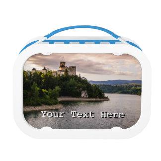 Zamek Niedzicaのsunset湖による城 ランチボックス
