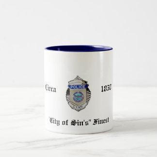 "ZAZ_LynnPolice_Badge、頃、1850年、""罪の都市… ツートーンマグカップ"
