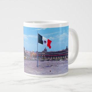 Zocalo、メキシコシティ、メキシコ ジャンボコーヒーマグカップ