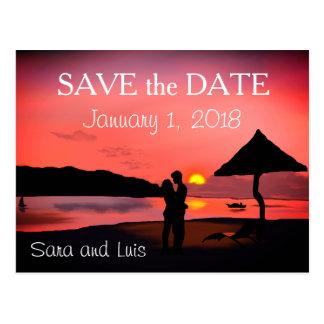 ZSunsetのビーチのロマンチックなカップルは日付を救います ポストカード