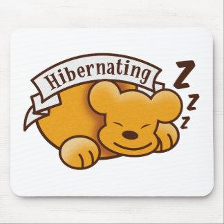 zzz 「sを持つかわいい冬眠くま マウスパッド